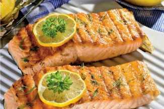 готовая рыба на мангале