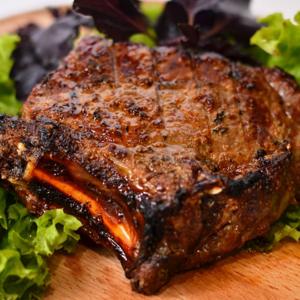 стейк из говядины на гриле